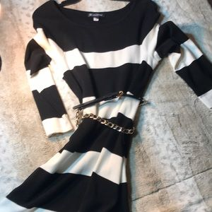 International Concept black and whit sweeter dress